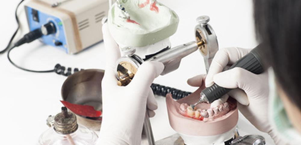 専門歯科技工士